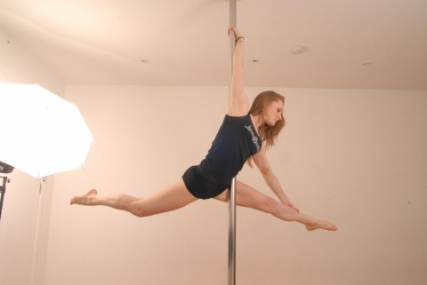Pole Move (Aerial Split)